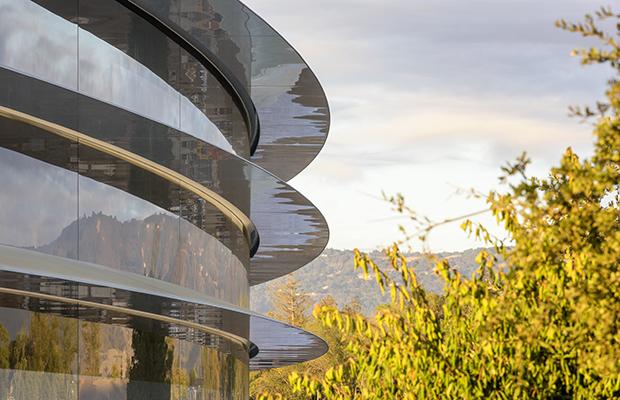 Apple построит деловой центр вчесть основоположника компании