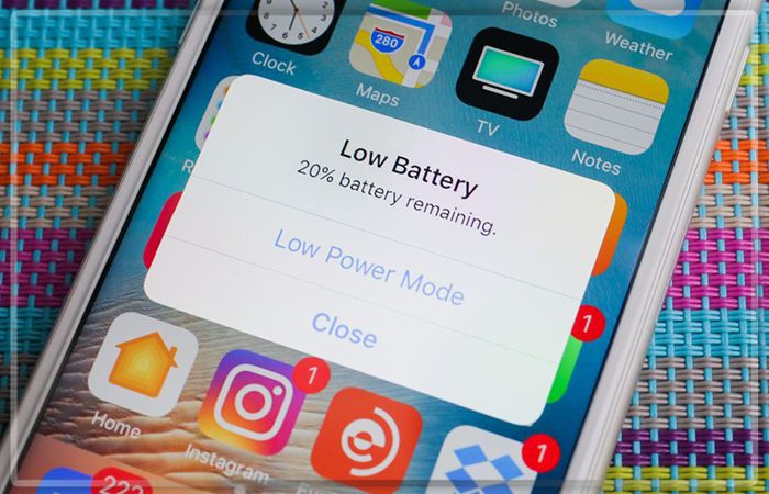 Apple извиняется и понижает цены набатареи для iPhone— Глобальный скандал